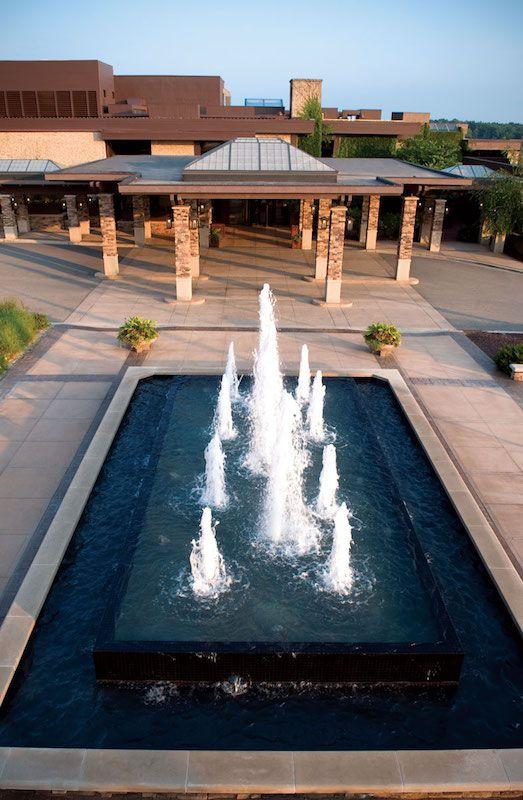 The Grand Geneva Gallery: Fountain
